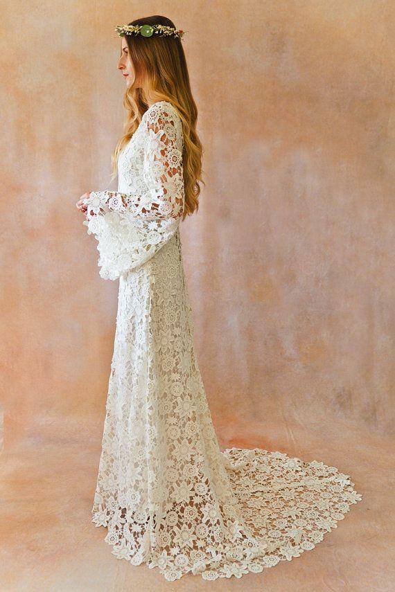 Suknia ślubna z długimi rękawkami