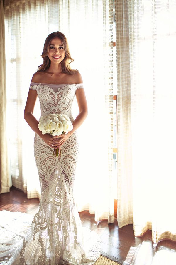 Panna Młoda w dopasowanej sukni ślubnej