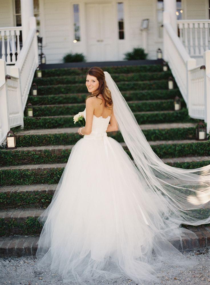 Panna Młoda w białej sukni ślubnej