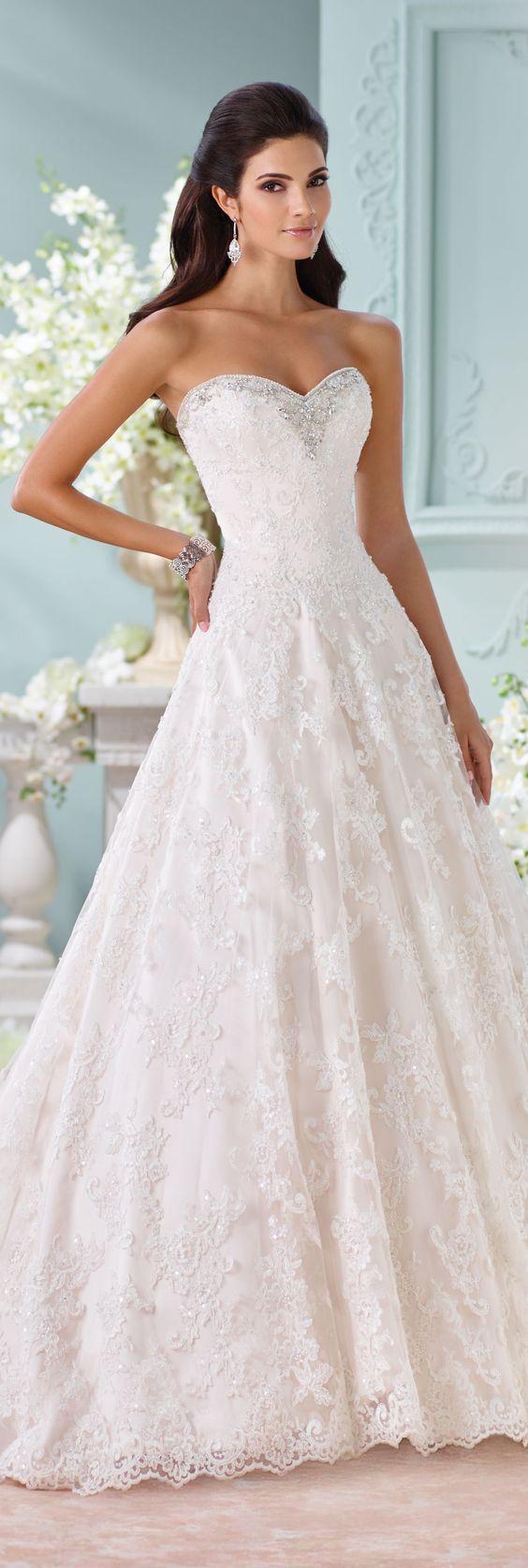 wybór sukni ślubnej z dekoltem w serce