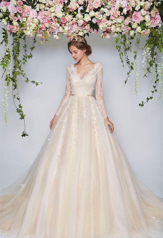 suknia ślubna z dekoltem w kształcie litery V