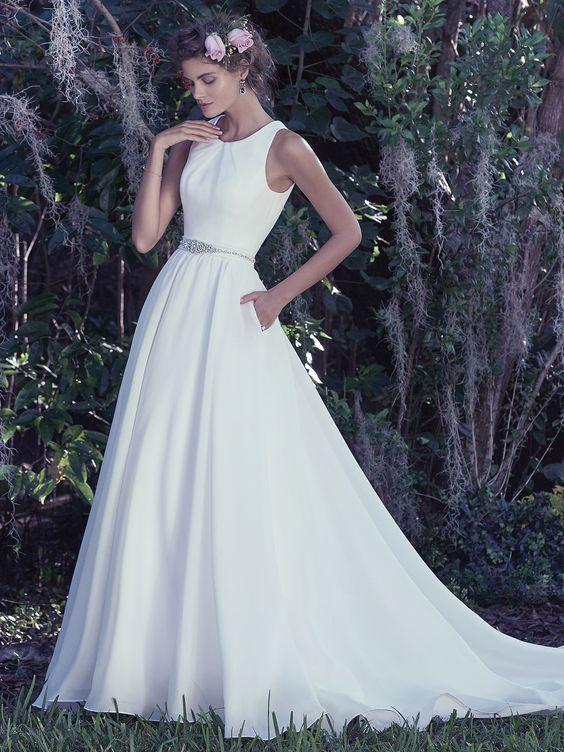 jak wybrać idealną suknię ślubną z biżuteryjnym dekoltem