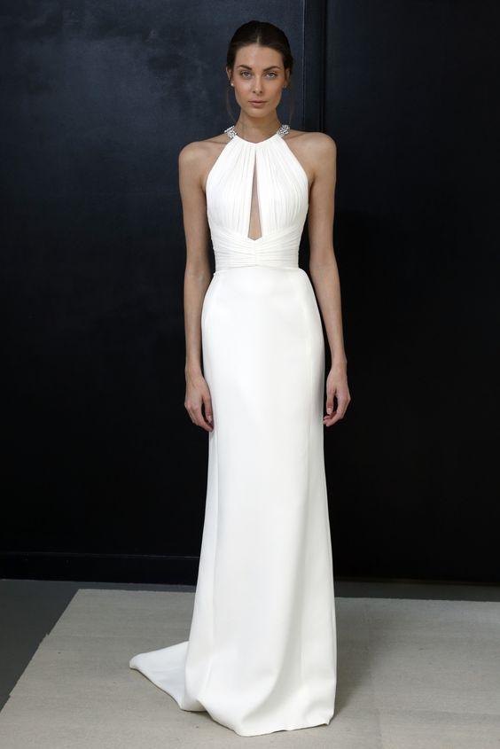 prosta suknia ślubna w kolorze absolutnej bieli