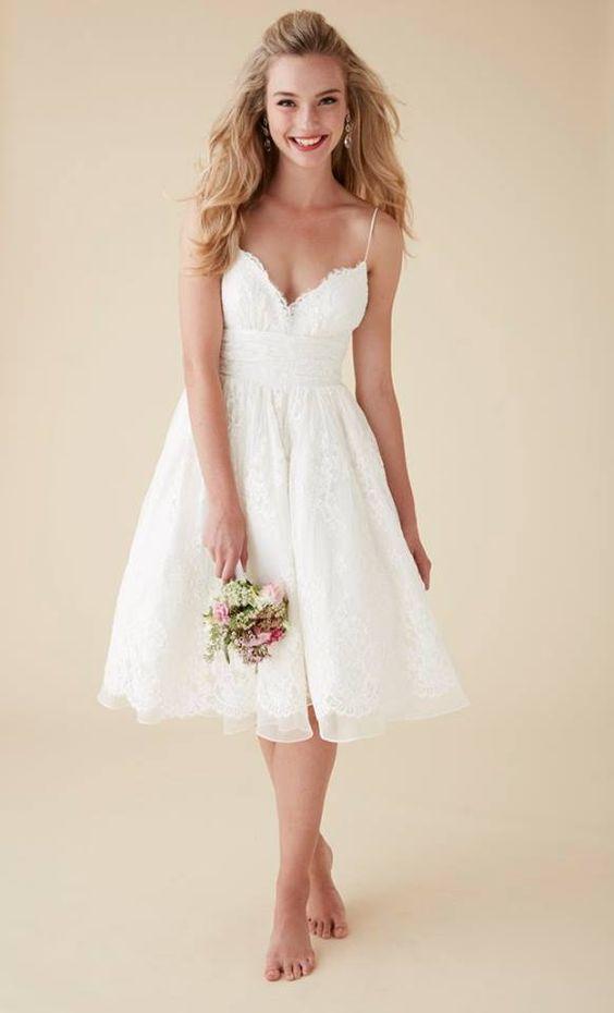 Suknia ślubna na cienkich ramiączkach za kolana