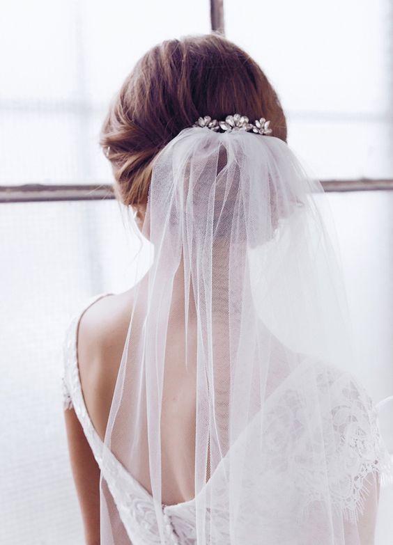 Elegancki kok do ślubu z welonem
