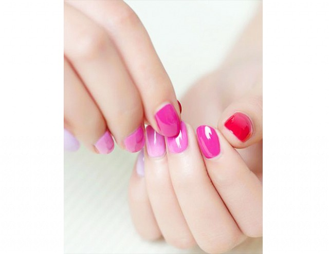 Romantyczne krótkie paznokcie na ślub