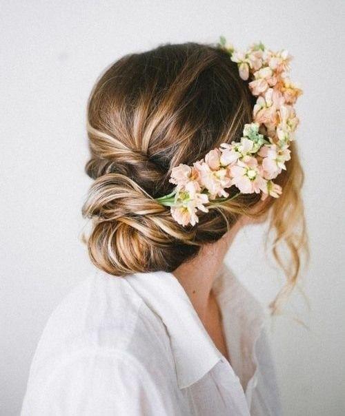 Upięcie ślubne z koroną kwiatową