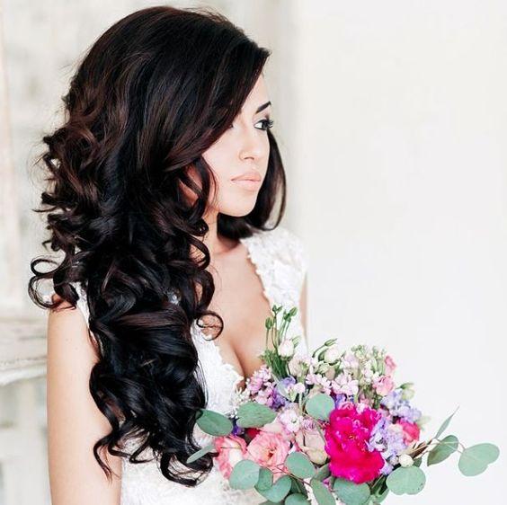 Fryzura ślubna z rozpuszczonych włosów z falami