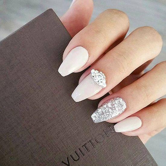 Białe paznokcie do ślubu
