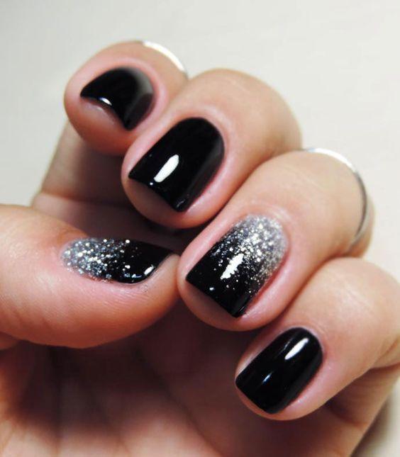Czarne paznokcie do ślubu z brokatem