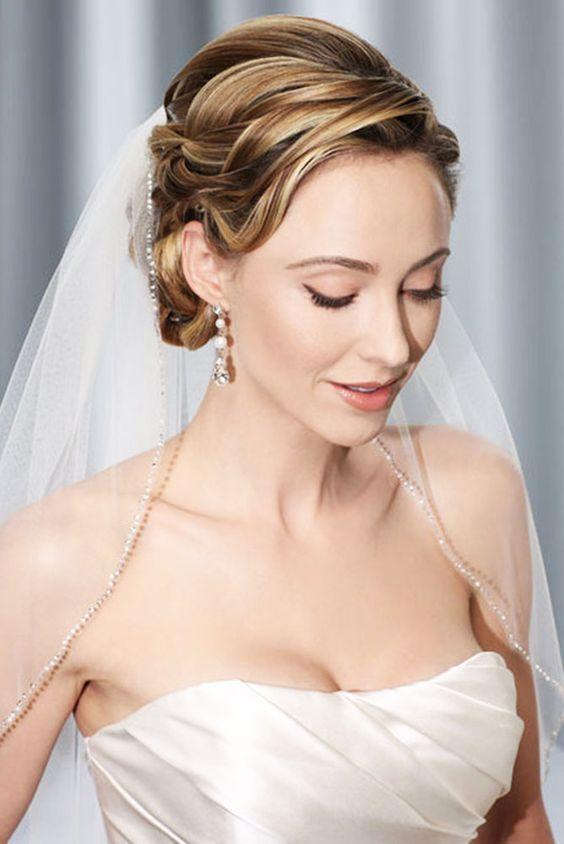 Upięcie ślubne z welonem