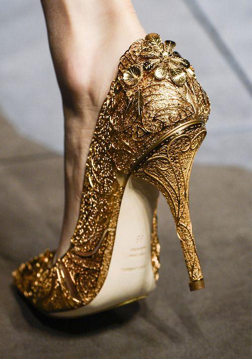 Złote oryginalne buty na ślub
