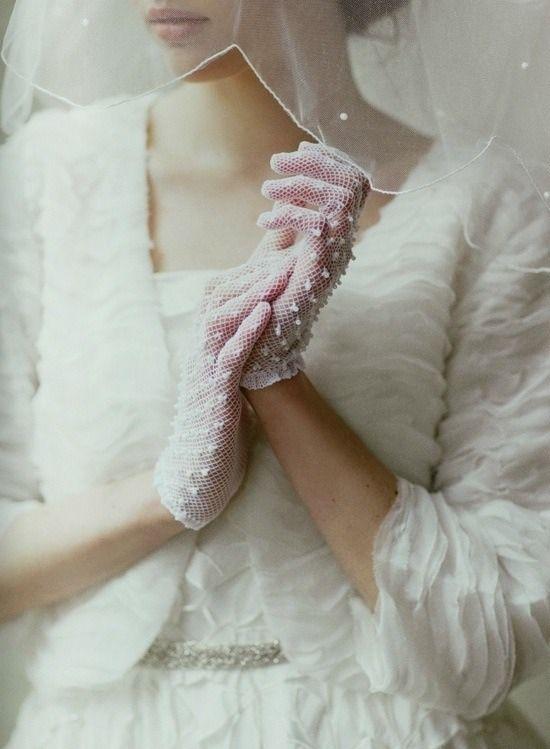 Krótkie rękawiczki ślubne z siateczki