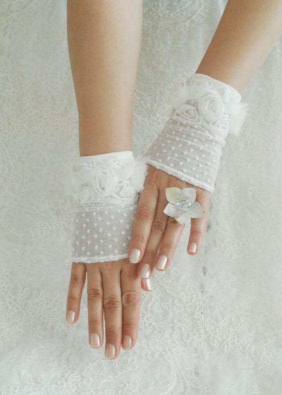 Krótkie rękawiczki do ślubu bez palców