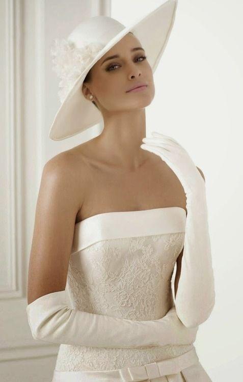 Długie eleganckie rękawiczki ślubne za łokieć