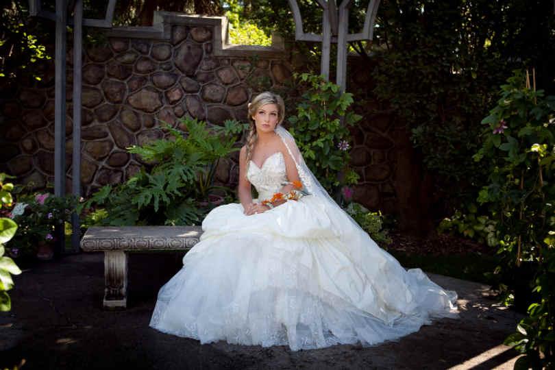 Panna Młoda w sukni ślubnej w stylu księżniczki