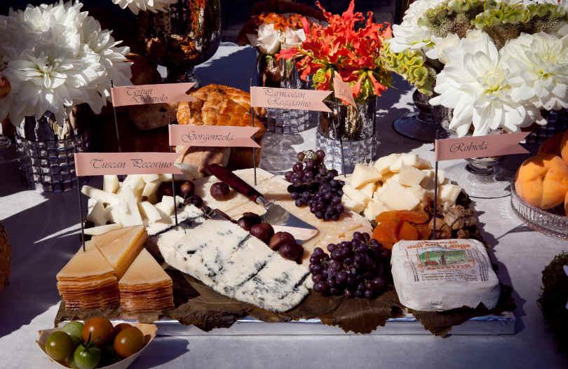 Stół weselny w średniowiecznym stylu