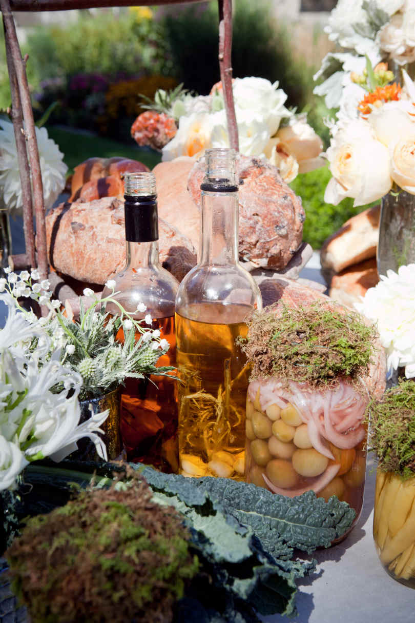 Stół weselny inspirowany średniowiecznym stylem