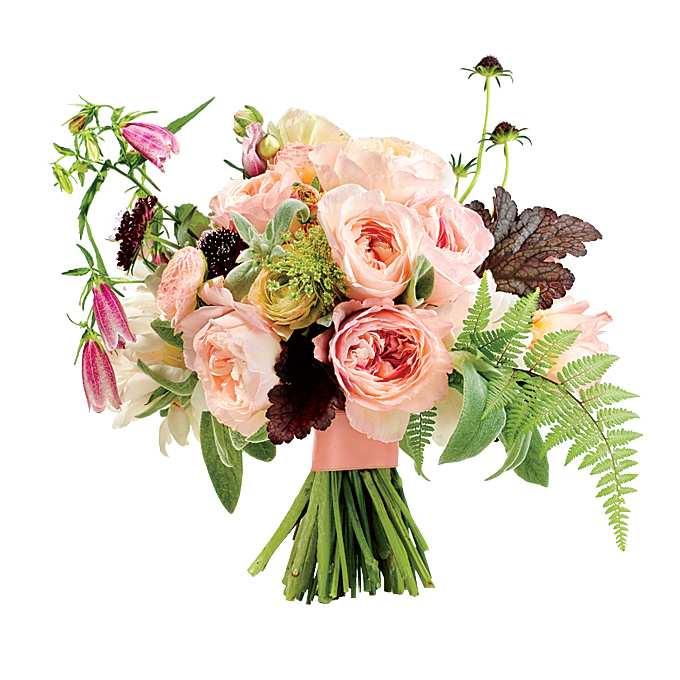 asymetryczna aranżacja kwiatowa w stylu rustykalnym z ogrodową różą