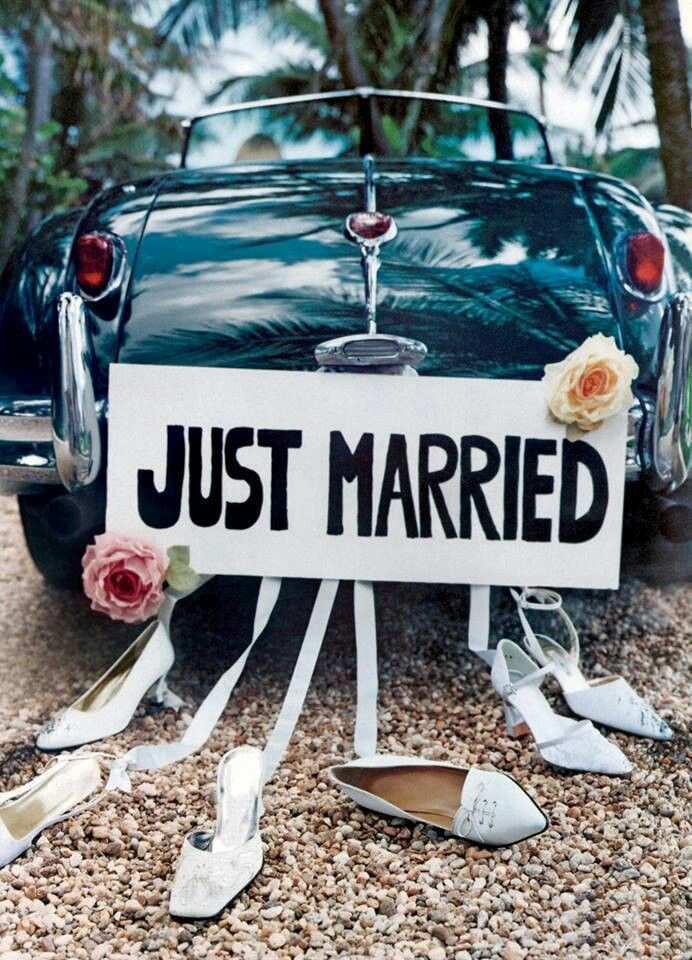 auto do ślubu nowożeńcy