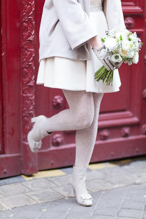 białe rajstopy do krótkiej sukienki ślubnej