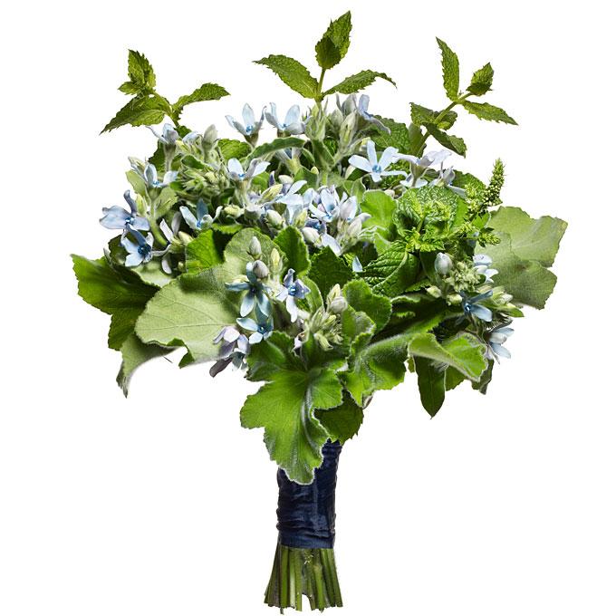 błękitna tweedia w zimowym bukiecie ślubnym