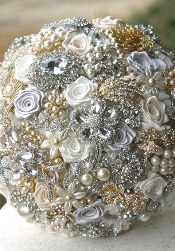 bukiet ślubny w kolorze srebra i złota