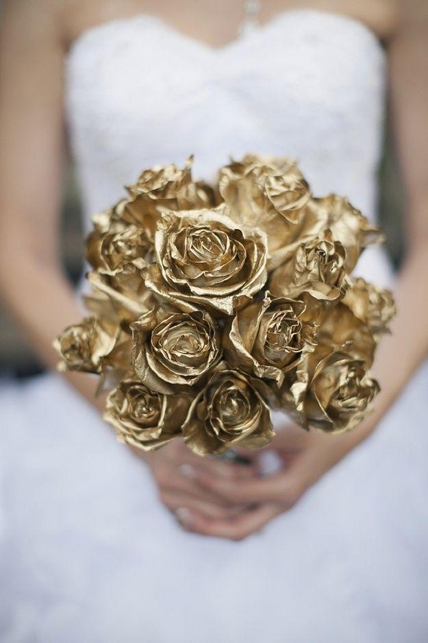 bukiet ślubny ze złotych róż
