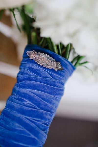 bukiet ślubny w aksamitnym granacie