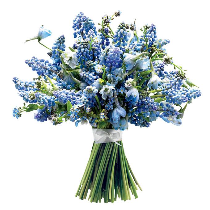 bukiet ślubny z błękitnymi szafirkami w stylu retro