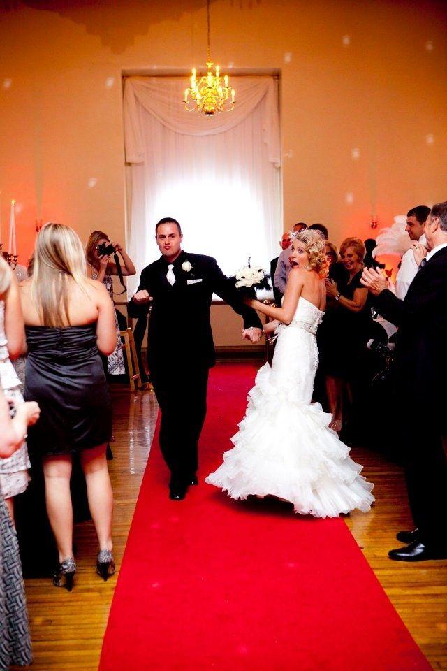czerwony dywan na weselu