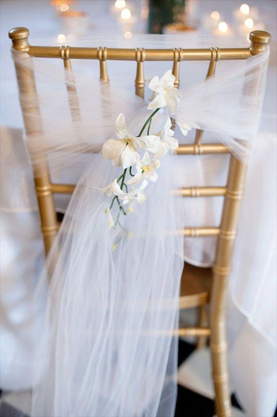 dekoracja krzesła podczas ślubu
