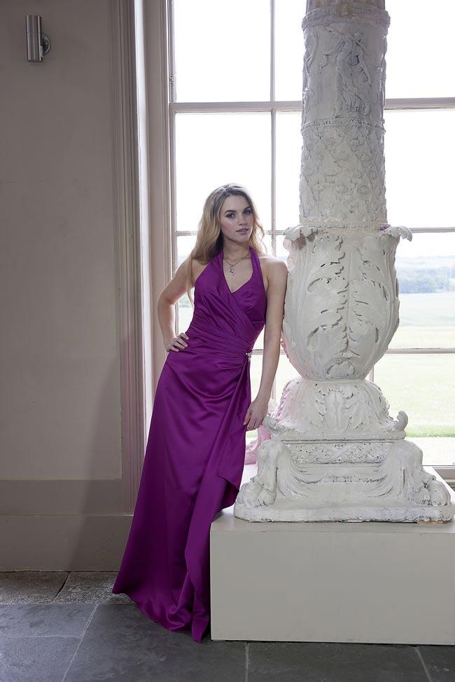 długa fioletowa suknia dla mamy panny młodej