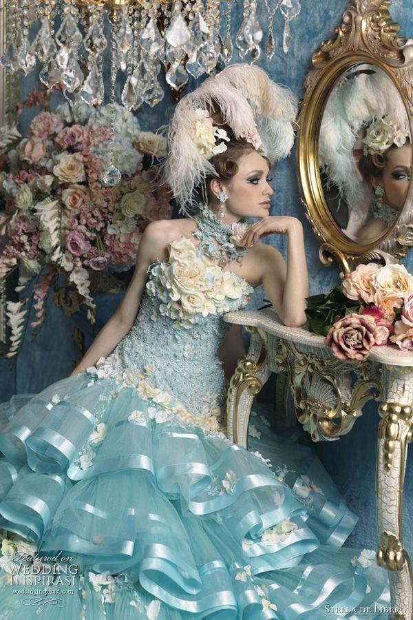 ekstrawagancka błękitna suknia ślubna z tiulu