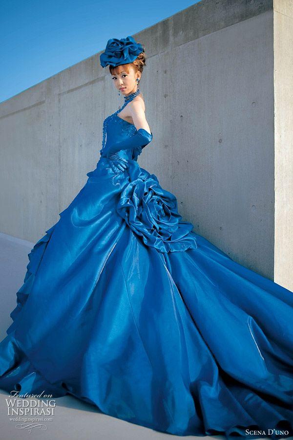 ekstrawagancka granatowa suknia ślubna