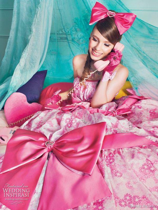ekstrawagancka różowa suknia ślubna z kokardami
