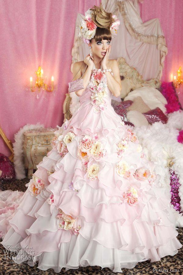 ekstrawagancka różowa suknia ślubna z kwiatami