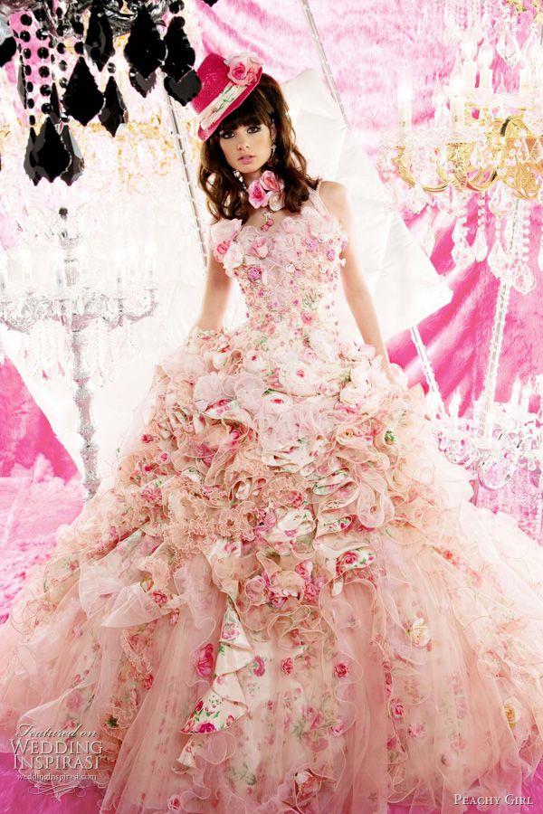 ekstrawagancka różowa suknia ślubna z kwiatowym motywem