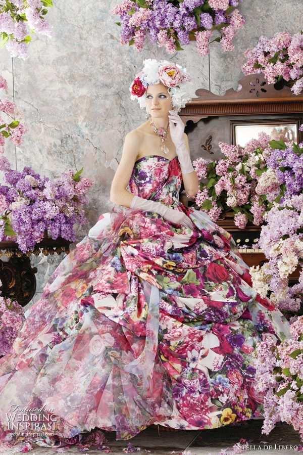 ekstrawagancka różowa suknia ślubna z kwiatowym wzorem
