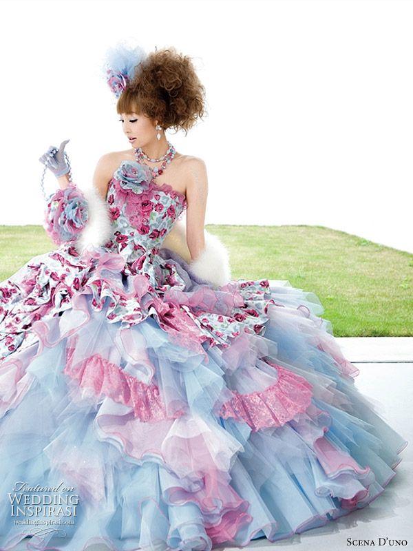 ekstrawagancka suknia ślubna w błękicie i różu