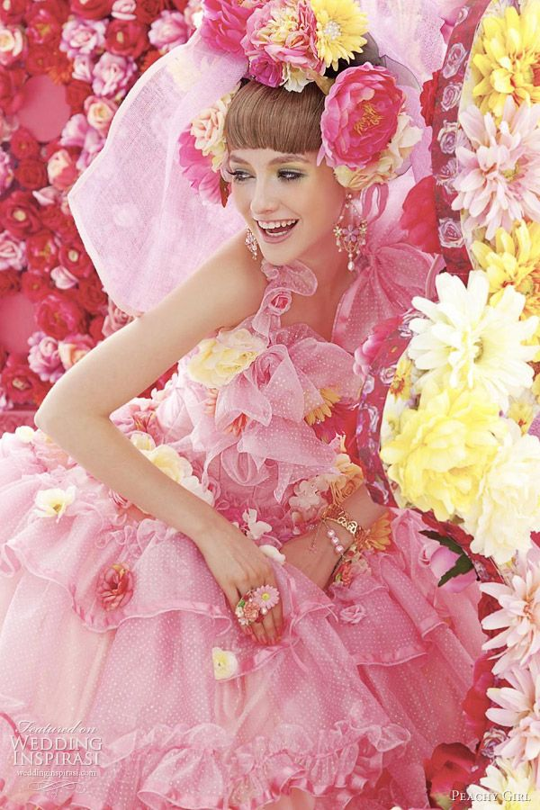 ekstrawagancka tiulowa suknia ślubna w różu z kwiatami