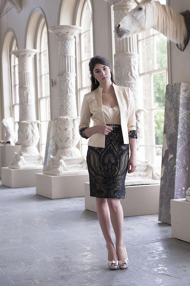 elegancki komplet dla mamy panny młodej z koronkową czarną spódnicą