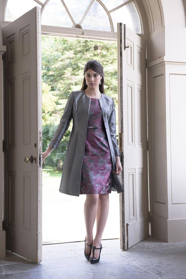 elegancki szary płaszczyk do sukienki mamy panny młodej