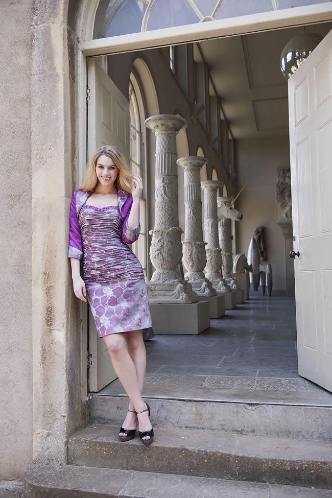 fioletowa marszczona sukienka z marynarką dla mamy panny młodej