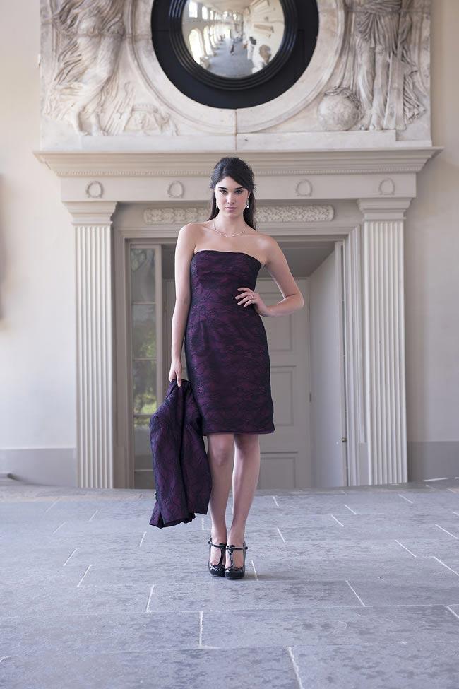 fioletowa prosta sukienka z nadrukiem dla mamy panny mlodej