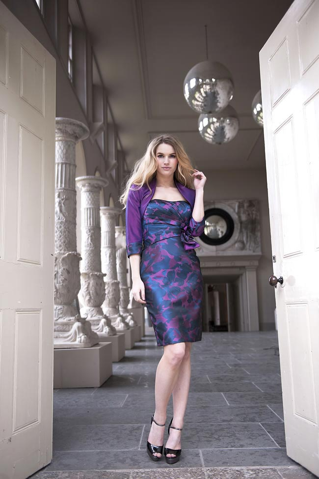 fioletowa satynowa sukienka dla mamy panny mlodej