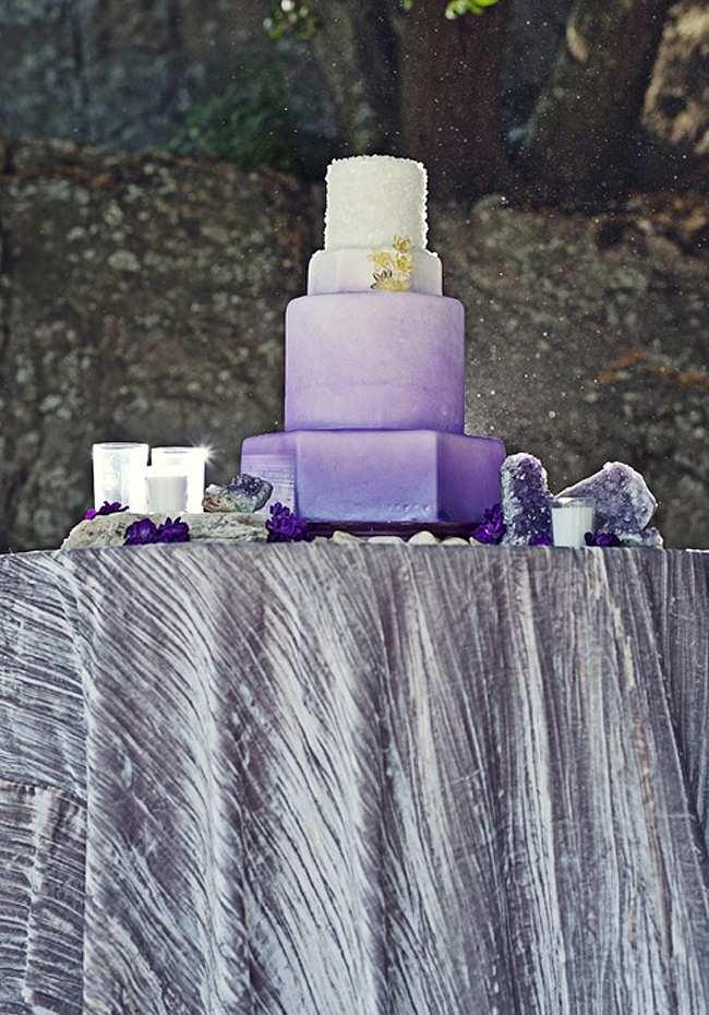 fioletowe inspiracje na ślub tort weselny