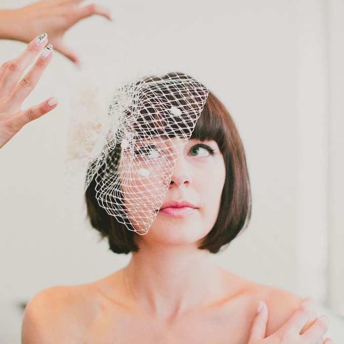 fryzura ślubna z krótkich włosów - bob z woalką