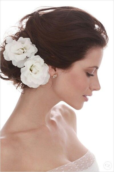 fryzura ślubna do twarzy z niskim czołem