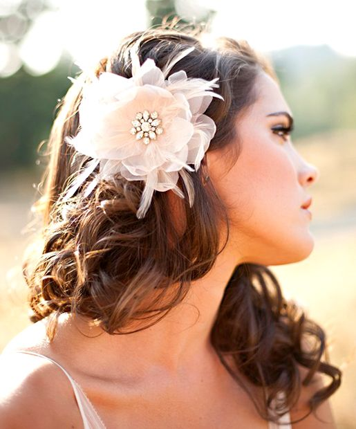 fryzura ślubna przy odstających uszach